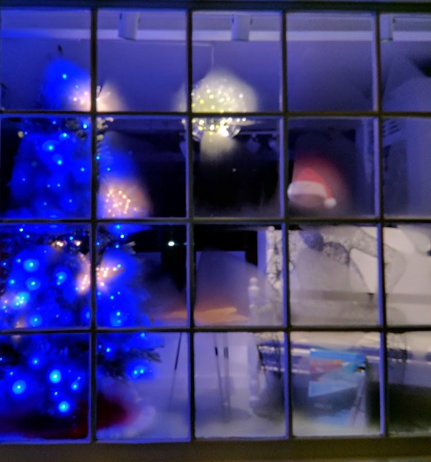 by Moe Cusick - Public Holidays Christmas (  )