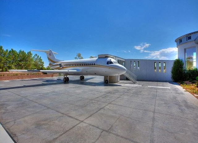 Las Vegas Mansion With Its Own Airport Seen On www.coolpicturegallery.us