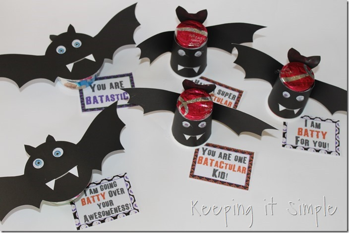 #ad Halloween-snack-idea-Bat-yogurt-with-printable #SnackandSmile (7)