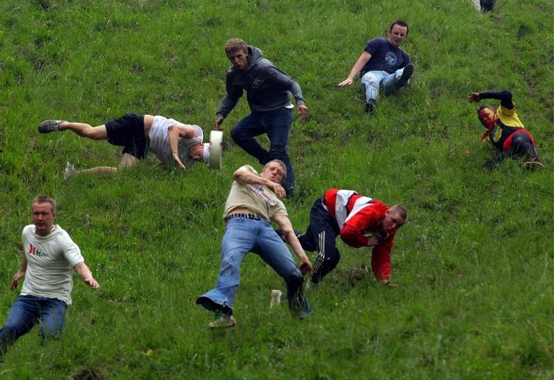 cooper-hill-cheese-rolling-4