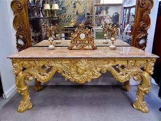 Очень красивый, консольный стол. ок.1950 г. Мрамор, дерево, резьба, позолота. 215/86/93 см. 19000 евро.