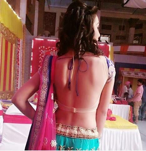 priyanka purohit saree back