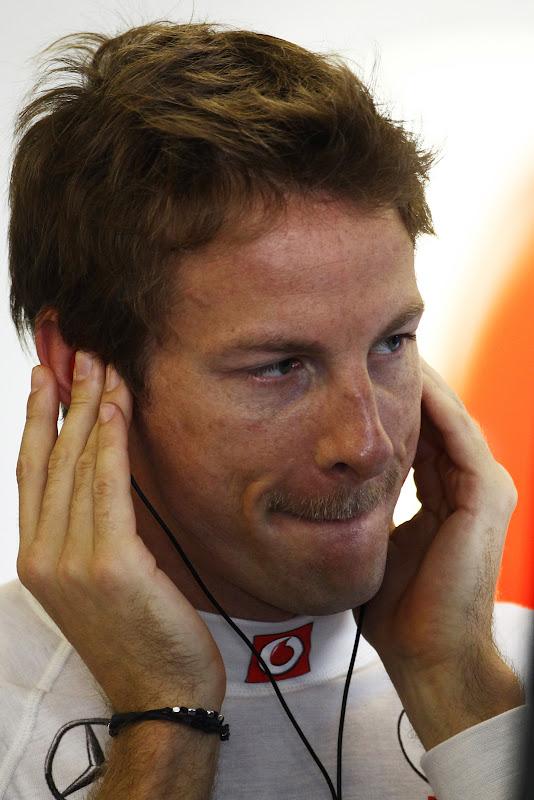 усатый Дженсон Баттон на Гран-при Абу-Даби 2011