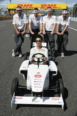 Камуи Кобаяши и команда Sauber Soapbox на Гран-при Японии 2011