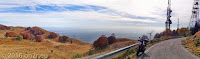 """Hoch zum Wintersportresort """"Piancavallo"""" (1267m) bei grandiosen Ausichten vom Col del Lovo (1118m) in die Venezianische Ebene hinein. Wenns halt nicht so diesig wäre."""