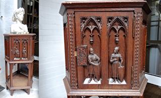 Шкафчик в Неоготическом стиле 19-й век. Резьба, одна дверка, замок. 1700 евро.