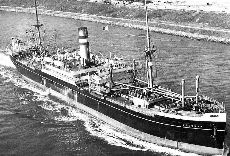El LEERDAM tras la reforma de 1934. Se aprecia la reducción en numero de botes salvavidas como consecuencia de sus funciones de transporte de pasaje limitadas.jpg