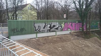 42, Graffiti am Autobahnzubringer - Alte Heide, München
