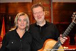45: La Concejala de Cultura de Cheste Rosa Mª Cervera y el guitarrista Tom Kerstens
