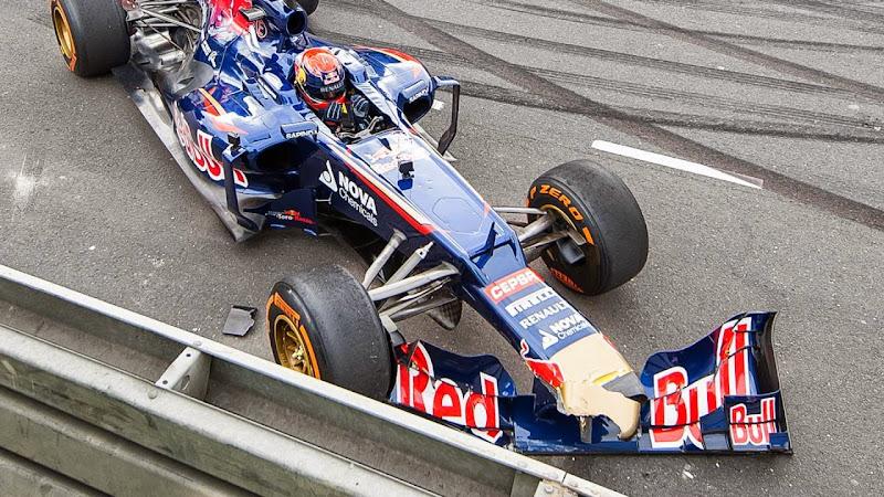 Макс Ферстаппен разбивает болид Toro Rosso на VKV City Racing в Роттердаме