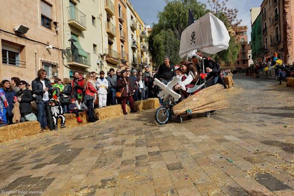Baixada del Pajaritu, cursa d'andròmines.Carnaval de Tarragona. Tarragona, Tarragonès, Tarragona