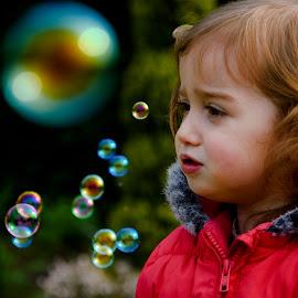 Madalena & the soap bubbles by Paula NoGuerra - Babies & Children Child Portraits ( girl, children candids, children, soap bubbles, childhood, portrait, kid )