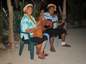 Live music with local food in Aitutaki