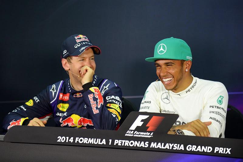 Себастьян Феттель и Льюис Хэмилтон на пресс-конференции после квалификации Гран-при Малайзии 2014