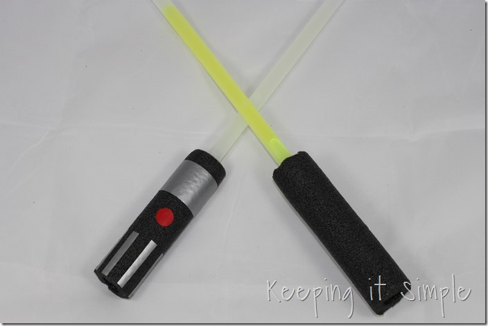DIY-Glowing-Star-Wars-Light-Sabers (4)
