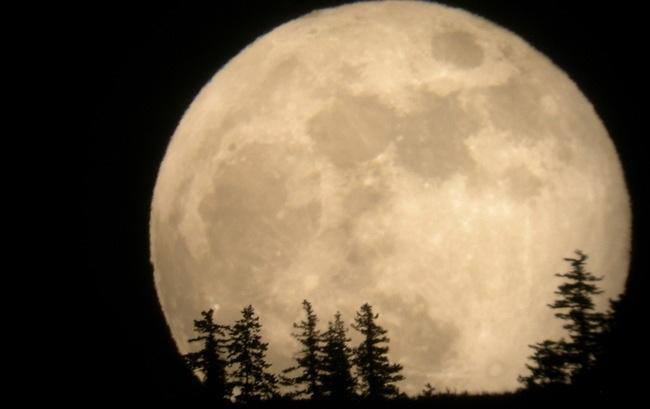 Image of Philippines to Witness the Majestic Supermoon After Almost 70 Years
