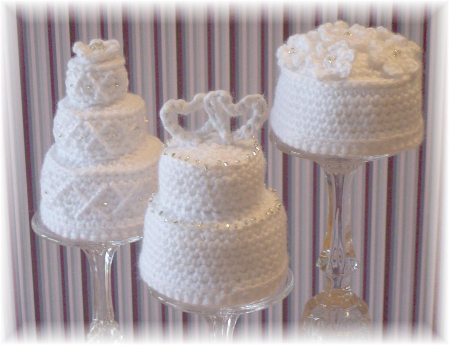 Crochet Mini Wedding Cakes.