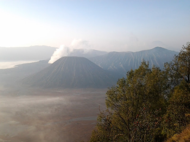 Tempat menarik di Surabaya - Gunung Batuk