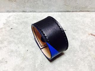 切り替え レザーリストバンド 黒×青