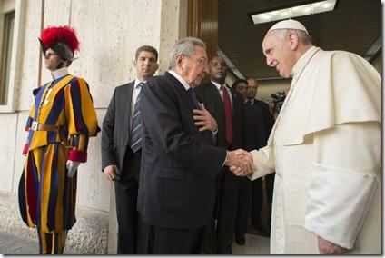 Raul Castro y Papa Francisco en el Vaticano