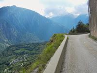 Kurz vor der Serpentinenanlage der Montvernier-Höhenstraße hinunter ins Tal der L'Arc.