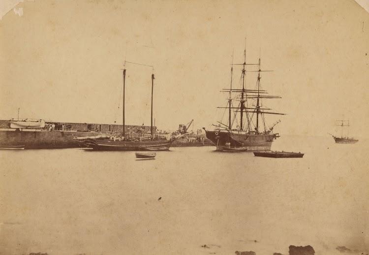 La polacra barca ANA en un puerto Canario. Ca. 1890. Foto Archivo FEDAC.jpg
