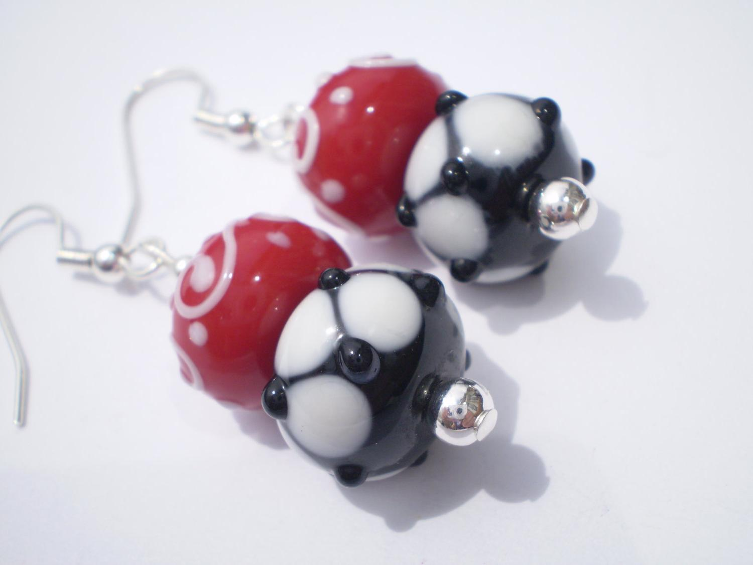 Earrings Black Polkadot Red White Glass Beaded Silver Plated Hooks.
