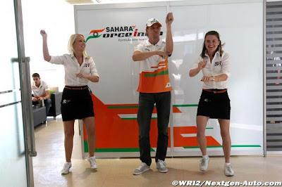 Нико Хюлькенберг Gangnam style на Гран-при Кореи 2012