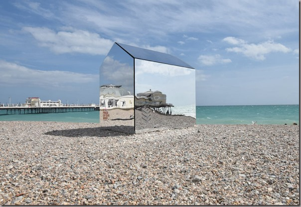 mirrorhutbeach3-900x618