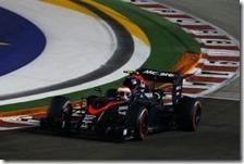 Jenson Button al volante della McLaren