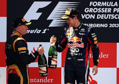 Кими Райкконен и Себастьян Феттель на подиуме с шампанским на Гран-при Германии 2013