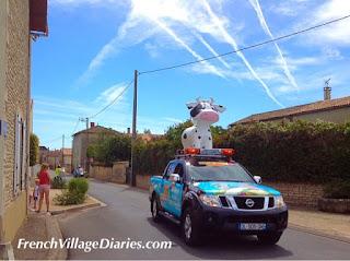 French Village Diaries Tour du Poitou-Charentes 2015 lead car