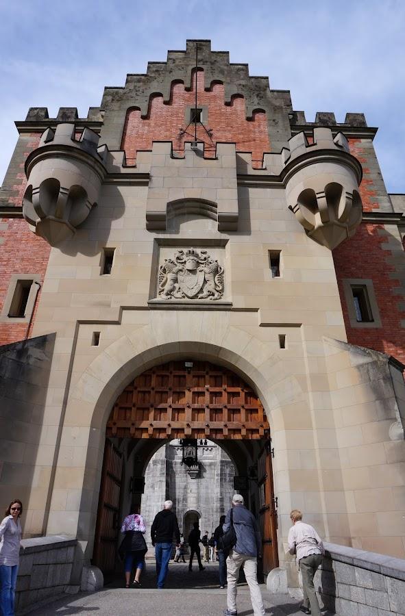 Вход на территорию замка