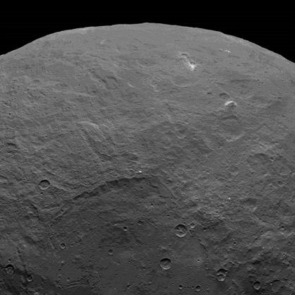 pico em forma de pirâmide em Ceres
