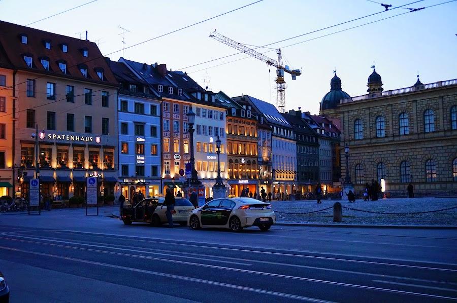 На площади Макса Иосифа в Мюнхене
