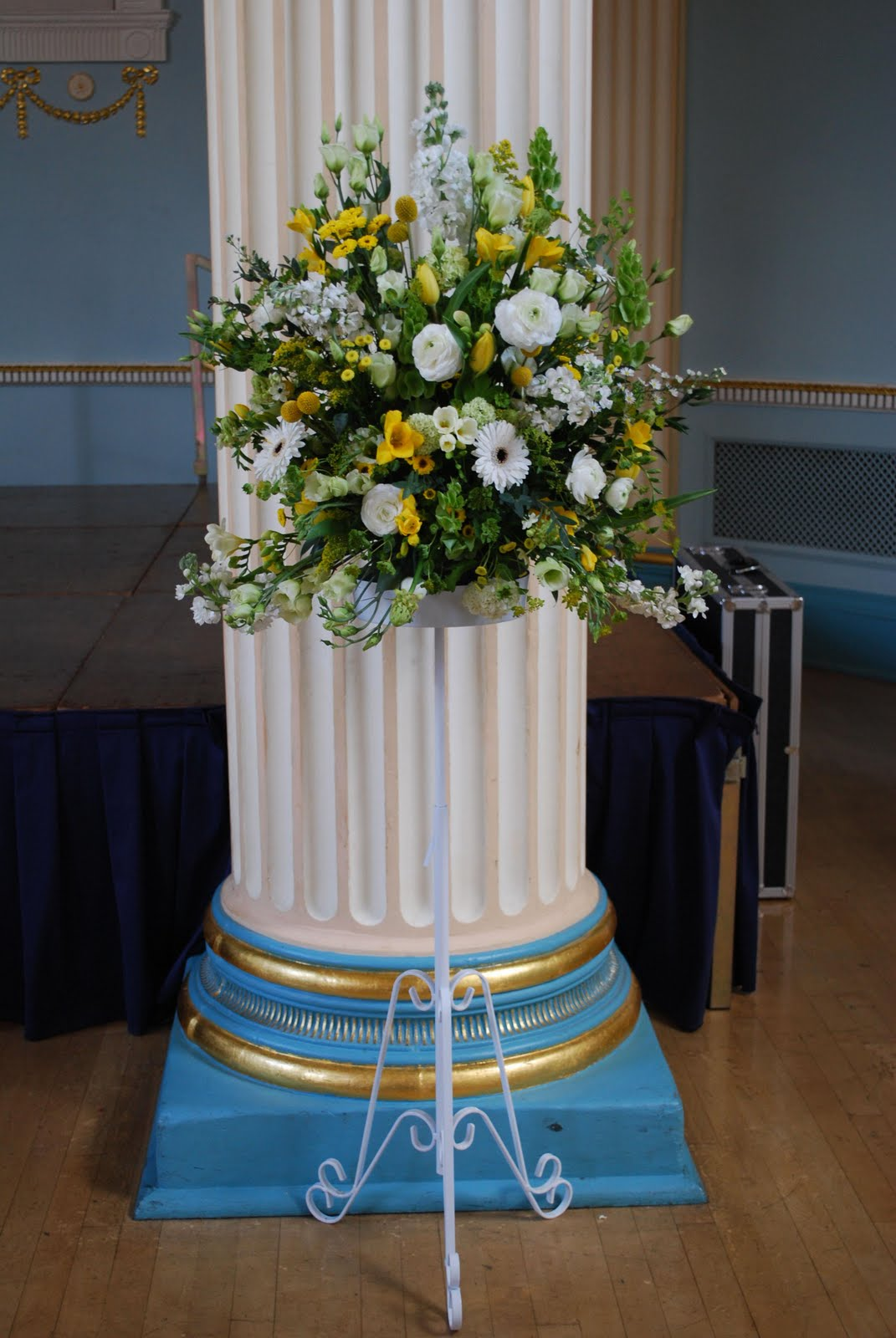 wedding flowers marquee