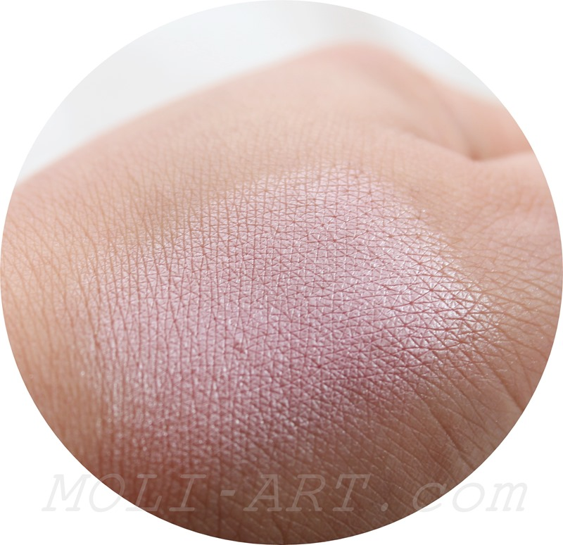 bang-bang-you´re-dead-blush-makeup-revolution-blush-swatch