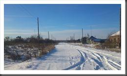Rue centrale d'Orlovka en hiver
