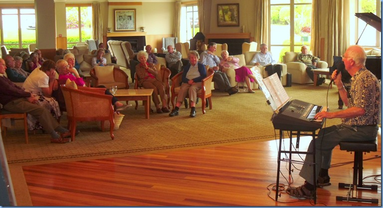 Residents and Club members relaxing in the oppulent surroundings and enjoying the wonderful music. Peter Jackson  casting his magic musical spell on the audience!
