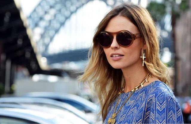 Como a tendência anos 1970 está imperando há algumas estações, os óculos  redondos fazem parte dessa moda que conquista cada vez mais seguidoras. c331aaa078