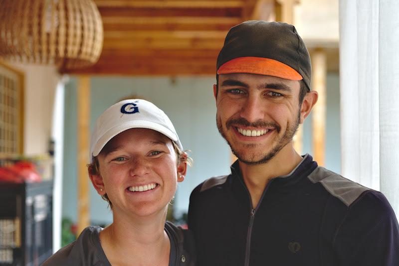 Didier si Kyla, plecati intr-un tur mai rapid si mai sportiv cu bicicleta in jurul lumii.