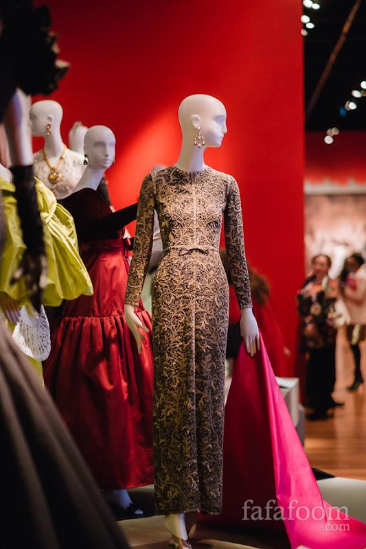 Oscar de la Renta, Evening dress, Fall 1996. Oscar de la Renta for Pierre Balmain, Cape, Autumn/Winter 1993 - 1994.