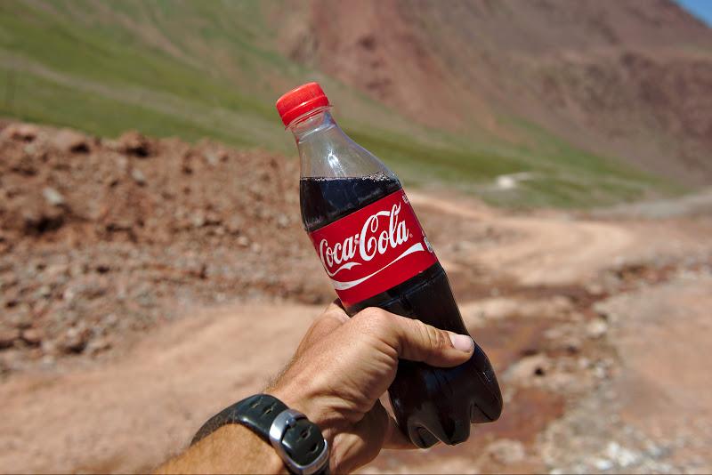 Cola, licoarea magica numai buna pentru a sarbatori un pas de 4200 de metri.
