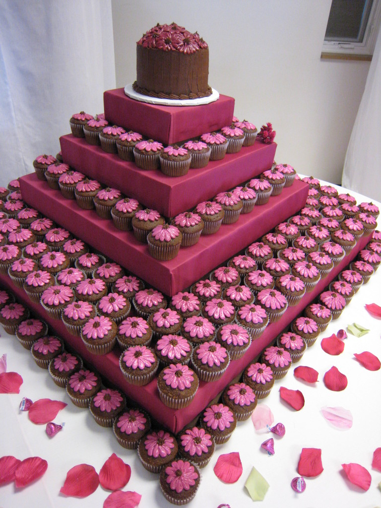 Scottie\'s blog: wedding cake made up of