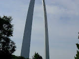 Visiting the St. Louis Arch on wedding day