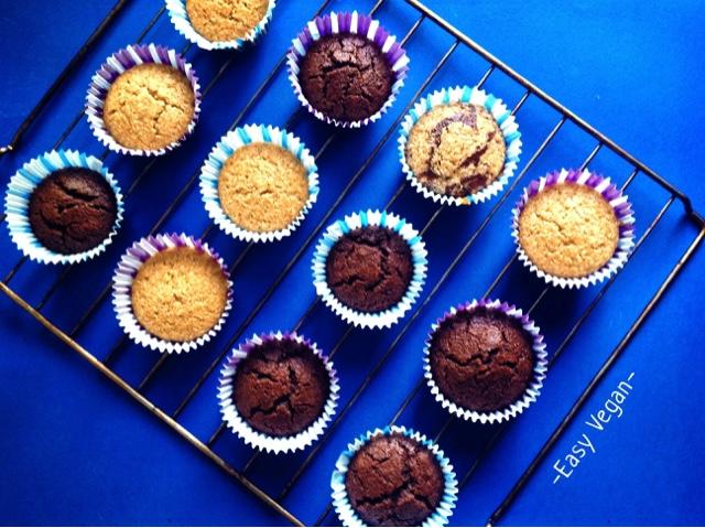 Questi mini muffin vegan al cocco e al cacao sono fantastici: morbidissimi e umidi, non troppo dolci e molto leggeri. Dopo molti tentativi falliti, ecco la ricetta perfetta a colazione o a merenda, ma anche come dessert magari decorando con del frosting al cioccolato.
