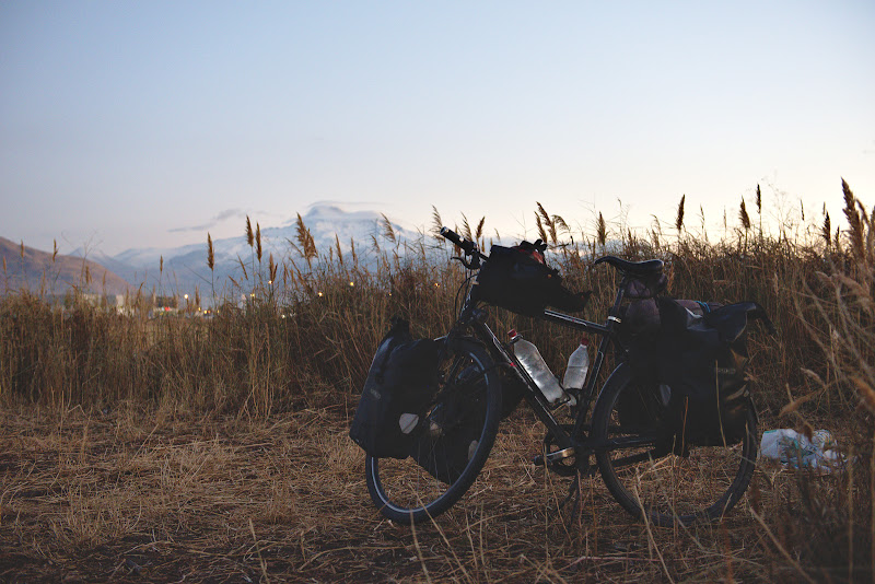Locul de cort, la poalele muntelui Erciyes.