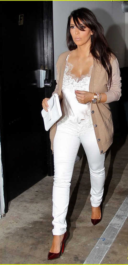 mac quan jeans nu trang dep nhu Kim Kadarshian