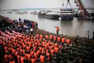 Image of Solemn Tribute for Ship Tragedy in China