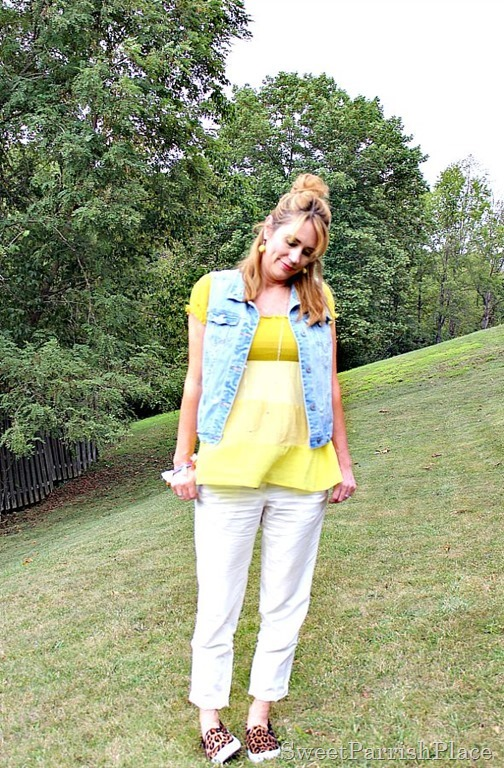 khaki-pants-yellow-top-denim-vest2